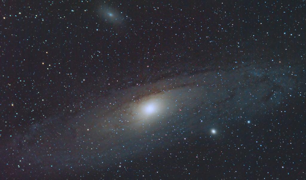 Immagine della Galassia di Andromeda. Sono presenti nel campo anche altre due galassie, M32 e M110